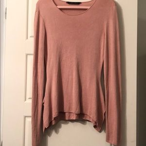 BCBG  Pull pink , good condition , wear one time